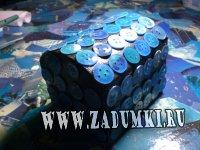 Комод, декорированный пуговицами