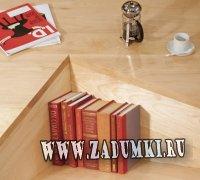 Стол необычной формы с местом для хранения книг