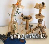 Целая миниатюрная игровая площадка для детей