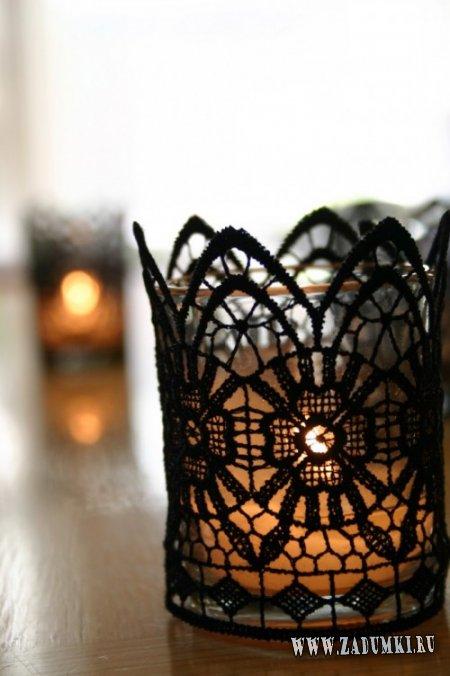 Готические свечи в кружевах в качестве украшения на Хэллоуин
