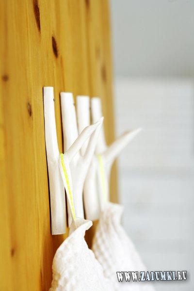 Очень простые крючки для одежды, сделанные из веток