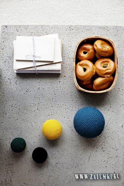 Кофейный столик с бетонной столешницей – идея из IKEA