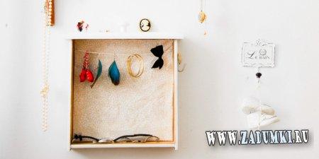 Винтажная подставка для украшений из старого ящика