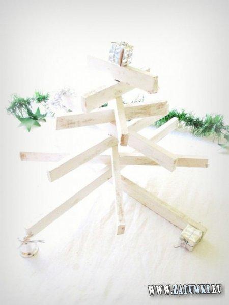 Настольная рождественская елка из обычных оконных рам