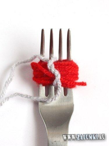 Как сделать помпон с помощью вилки?