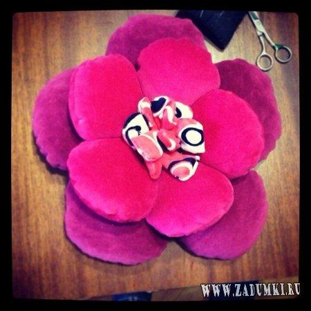 Подушка-цветочек ручной работы