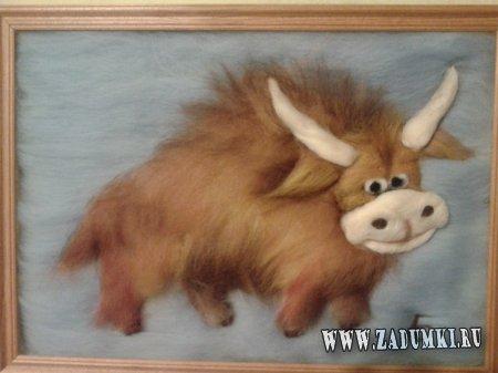 Картина с милым быком из шерсти